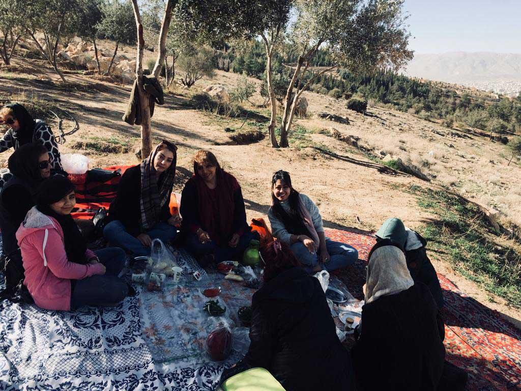 شیراز پیک نیک -  یوگا در طبیعت